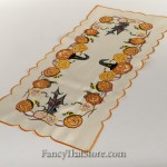 Lawn Pumpkins Table Runner